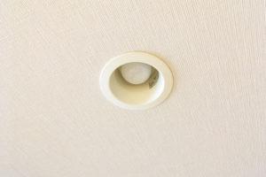 【スマート家電】玄関のライトを人感センサー電球に変えてみたら、快適になった!