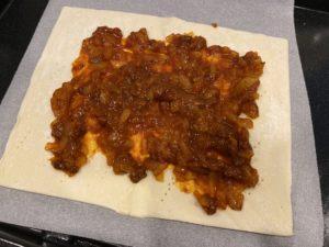 パイシートとパスタソースで作る簡単「ミートパンプキンパイ」