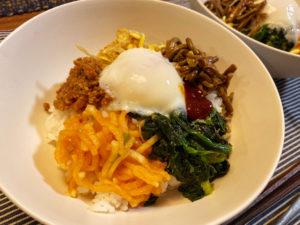 【料理】生協(コープ)のミールキット「とろ~り半熟玉子入りビビンバ丼セット」