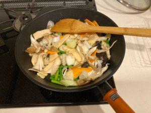 【料理】生協(コープ)のミールキット「やわらかイカと筍のXO醤炒め(舞茸入り)」