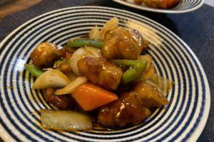 【料理】コープデリのミールキット「豚唐揚げたっぷり!3種の酢を使った酢豚」を作ってみた!