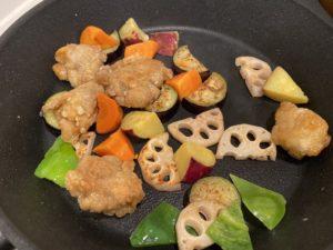 【料理】生協(コープ)のミールキット「鶏と秋野菜のごろごろ黒酢あん」