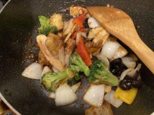 【料理】生協(コープ)のミールキット「白身魚と5種野菜のトウチ炒め」
