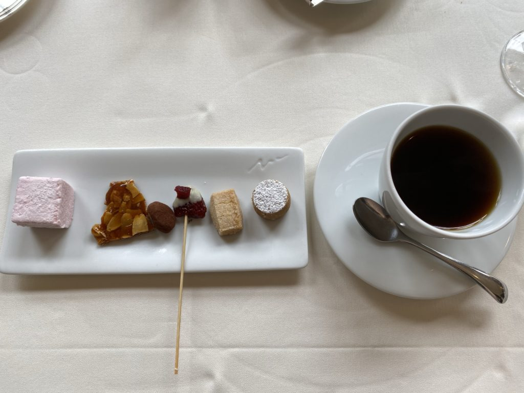 【若松河田から徒歩1分】結婚記念日に「小笠原伯爵邸」で贅沢ランチを堪能しました!